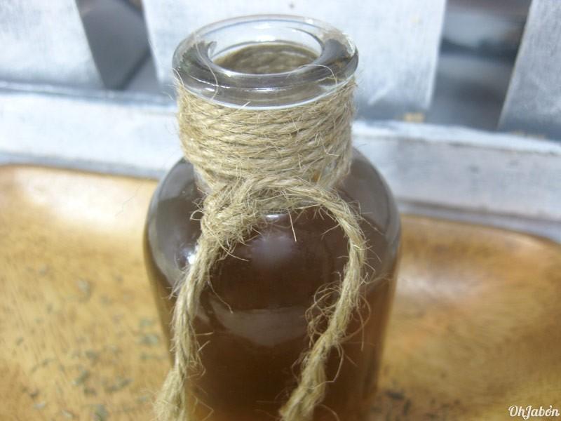 La máscara para los cabellos la manzanilla que clarifica la miel