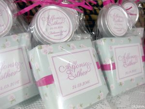 Pack de jabón artesanal y bálsamo labial detalle boda