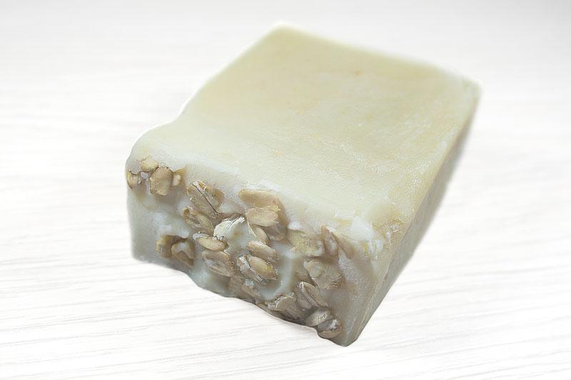 Bodegón jabón artesanal de avena.