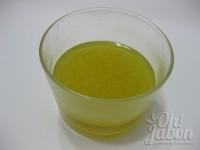 Mezcla los aceites con el tónico de caléndula