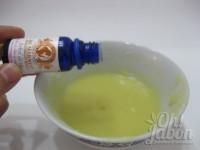 Agrega unas gotas de aceite esencial de árbol de té