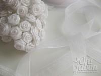 Adornos detalles de boda: flores y organza