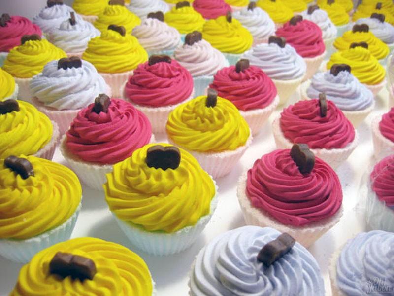 Bombas de baño cupcake y bálsamos labiales detalle de boda