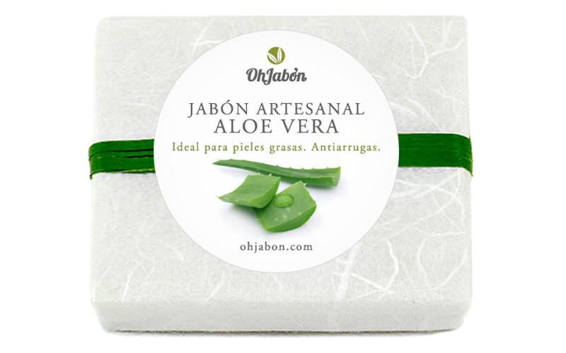 Jabón artenanal de Aloe Veran desnudo y con envoltorio.