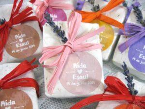 Jabón artesanal de rosa mosqueta detalle de boda