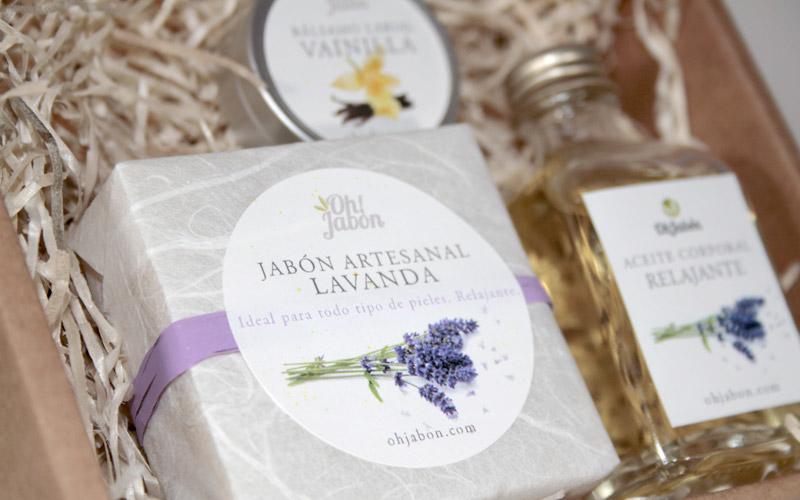 Cesta regalo jabón artesanal, bálsamo y aceite relajante