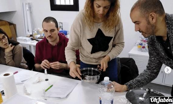 Elaboración de cosmética natural en taller ohjabon